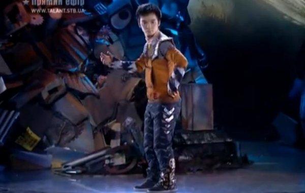El baile robot de Atai Omurzakov