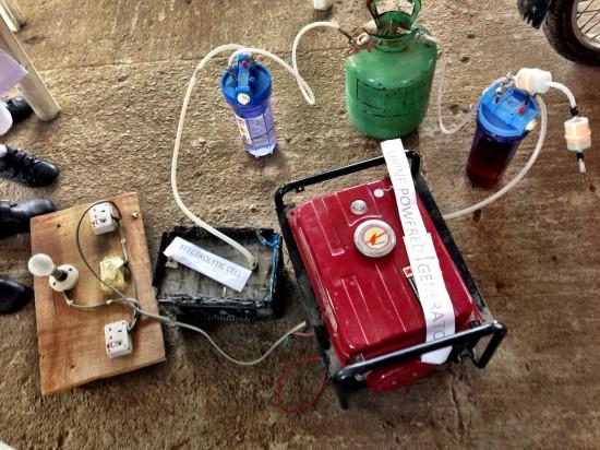 Generador de electricidad con orina ideado por las jóvenes nigerianas
