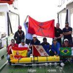El equipo de investigadores celebra el hito de la primera circunnavegación del Atlántico Sur de robot submarino autónomo RU29. / Ben Allsup (TELEDYNE WEBB RESEARCH)