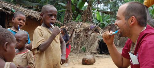 Dentistas solidarios con Zaragoza y Camerún