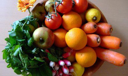 Broncearse con frutas y verduras