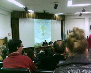 """Asistimos a la conferencia de Joan Antoni Melé en la jornada """"Una economía a la medida del hombre, humanizar la tierra"""" en la Universidad de Granada"""