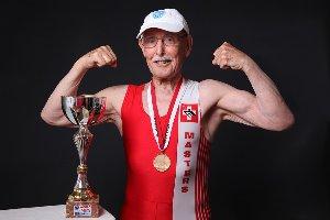 Levantando pesas a los 91 años de edad