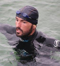 La historia del hombre que cruzó nadando el Lago Ness
