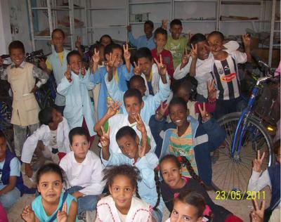 Entrega de bicis a niños saharauis