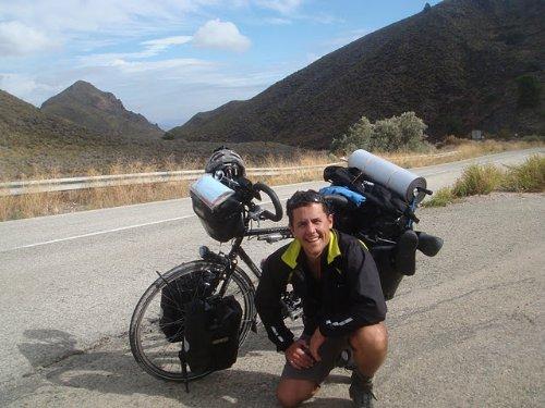 Dando la vuelta al mundo en bici tras superar un cáncer