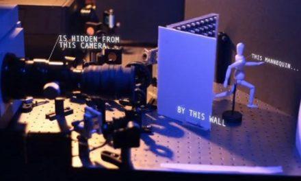 La cámara de fotos que fotografía objetos ocultos