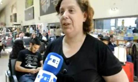 Encuentra 14.000 euros al limpiar un autobús y los devuelve