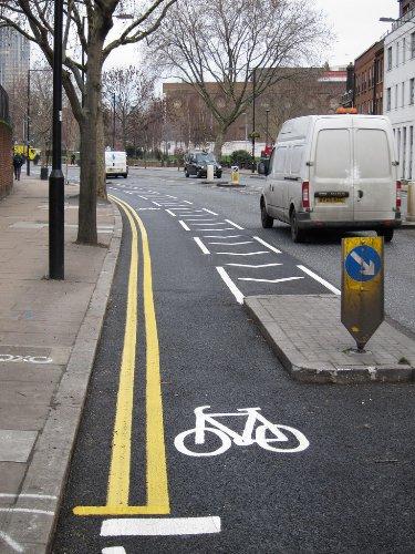 Carril Bici en Baylis Road, Londres - Fotografía de Jack999