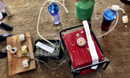 Tres adolescentes nigerianas descubren como generar electricidad con orina
