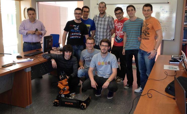 Estudiantes de ingeniería de la UMH crean un perro lazarillo robótico