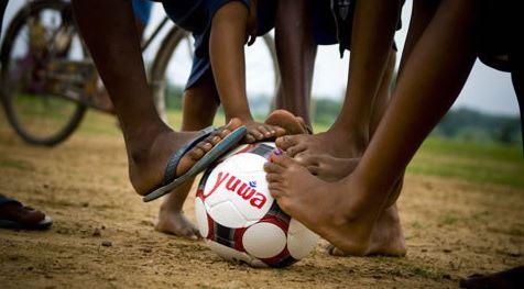 Yuwa - proyecto que crea y apoya equipos de fútbol de niñas a las que intenta apartar del matrimonio infantil, el tráfico de seres humanos y el analfabetismo