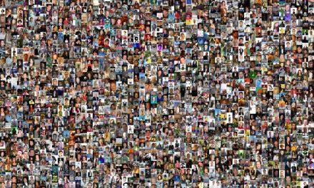 La mujer que decidió recorrer el mundo para conocer a sus 626 amigos de Facebook