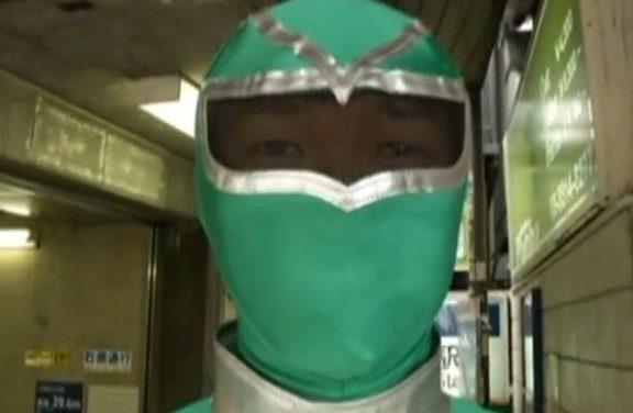 El Superhéroe verde del metro de Tokio