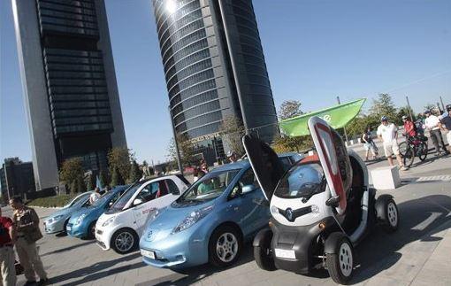 Primera marcha silenciosa de vehículos eléctricos