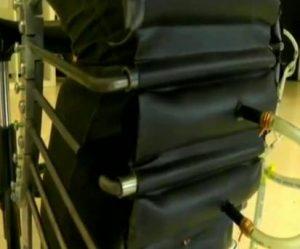 Detalle de los pantalones neumáticos, ideados por el Royal College of Art de Londres