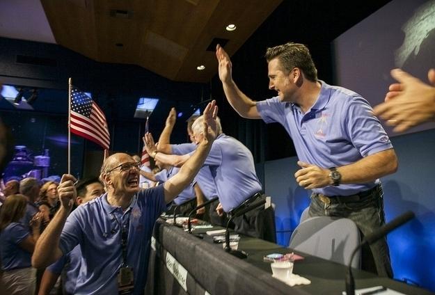 """""""Empollones"""" de la NASA aterrizando sus rover en Marte."""