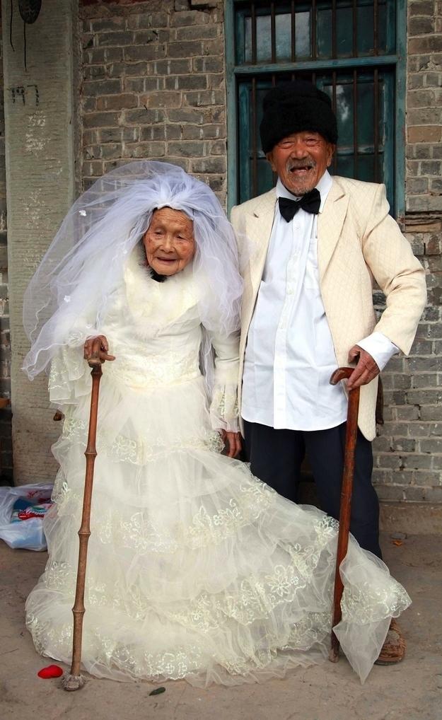 La primera foto de bodas de Wu Conghan y su mujer Wu Songshi tras 88 años de matrimonio