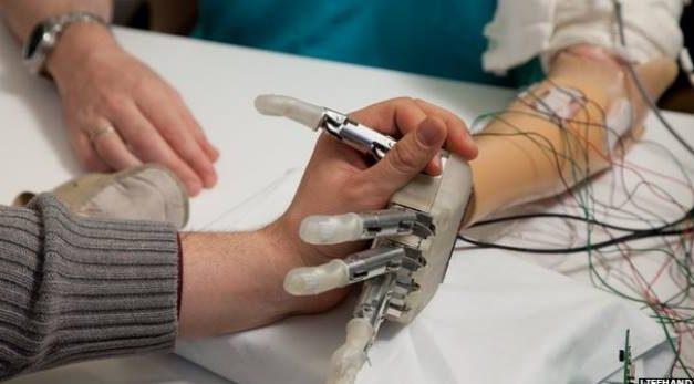 Científicos crean prótesis robótica con sentido al tacto