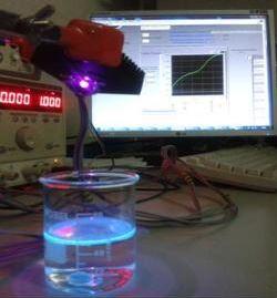 Luces LED para detectar hidrocarburos contaminantes en los ríos