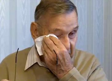 Recibe cientos de cartas anónimas de felicitación en su 90 cumpleaños