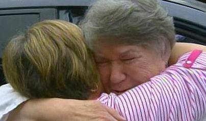 Dos hermanas se reencuentran por primera vez en 66 años