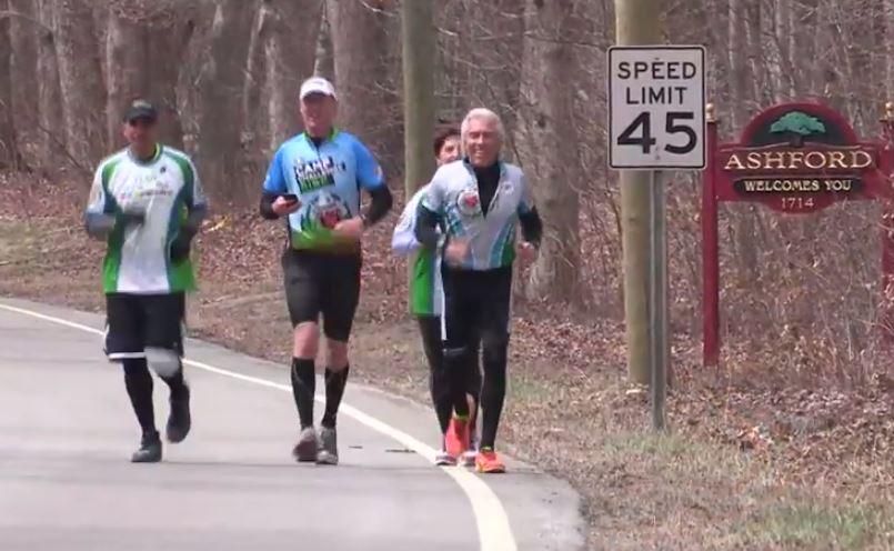 Un hombre decide correr más de 400 km en honor de las víctimas de Boston