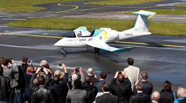 Francia estrena el primer avión comercial eléctrico