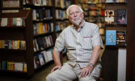 El dueño de una exitosa e histórica librería canadiense cede el negocio a sus empleados
