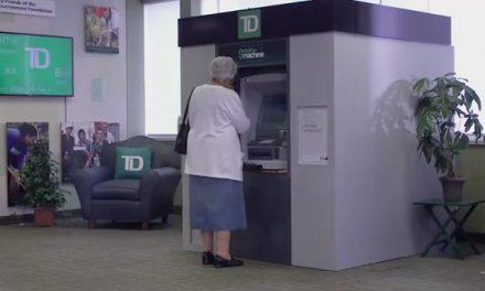 Un cajero automático que expende regalos y sueños a sus clientes
