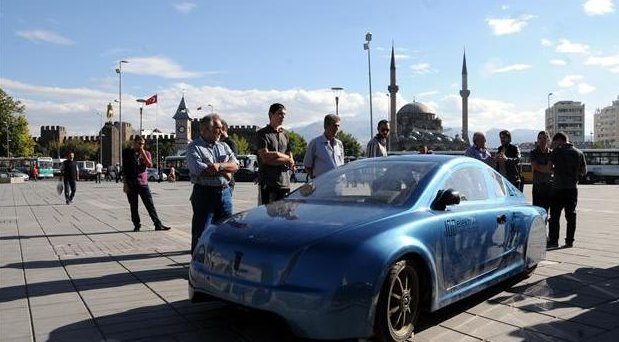 Estudiantes turcos diseñan un coche eléctrico que recorre más de 2500 km. por menos de 14 euros
