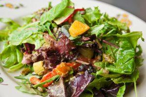La dieta mediterránea con aceite de oliva y frutos secos revierte el síndrome metabólico. Foto: Steven Depolo.