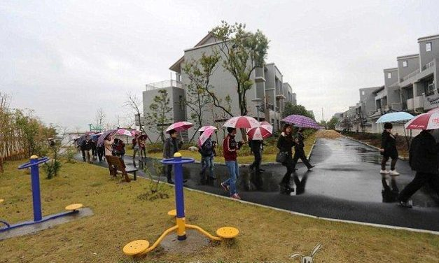 Millonario chino construye viviendas de lujo gratuitas en el suburbio donde se crió