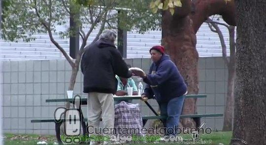 En qué gasta una donación de 100 dólares una persona sin hogar