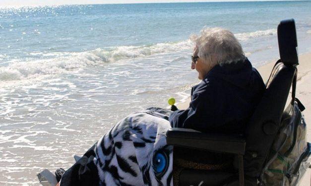 Ve el mar por primera a sus 100 años.