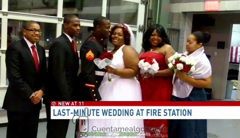 """Celebran una boda """"de emergencia"""" en una estación de bomberos"""