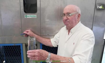Un inventor gallego crea una máquina que genera agua en el desierto