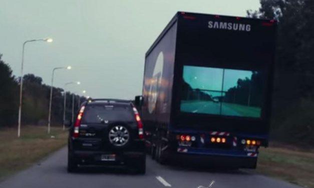 Incorporan una pantalla en la parte trasera del camión para evitar accidentes en adelantamientos