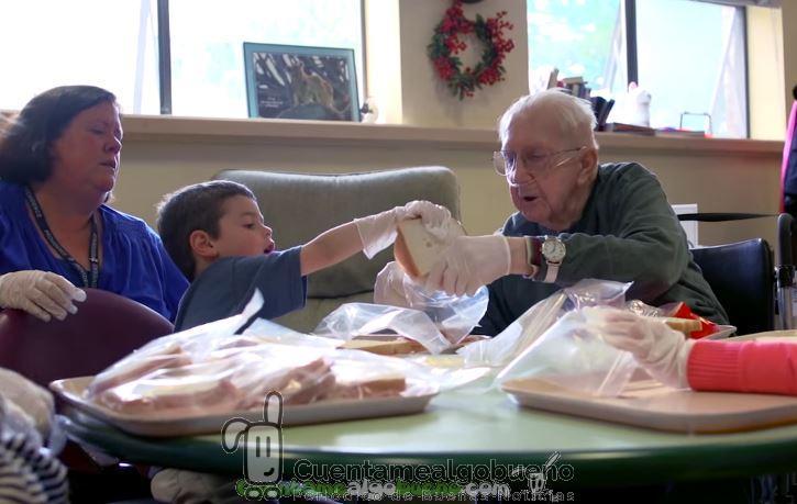 La guardería en una residencia de ancianos que ha mejorado la vida de niños y mayores