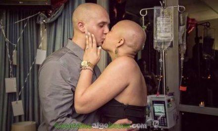 Le pide a su novia que se case con él tras su última sesión de quimioterapia