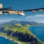 El avión Solar Impulse aterriza en Hawai tras cinco días de vuelo propulsado por el Sol