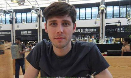 El joven inglés que inició una campaña de Crowdfunding para pagar la deuda griega