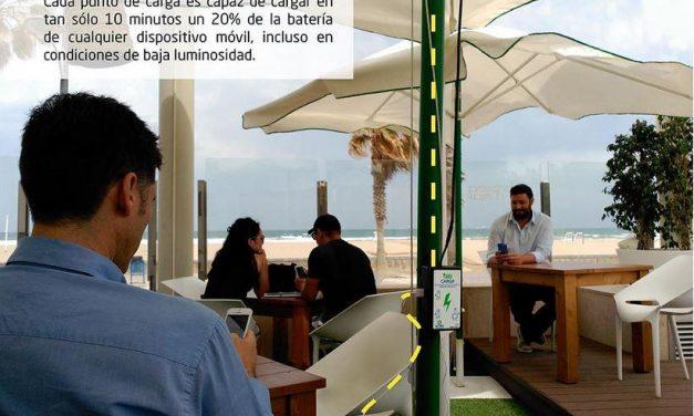 Crean una lámina solar para sombrillas y toldos que permite recargar el móvil