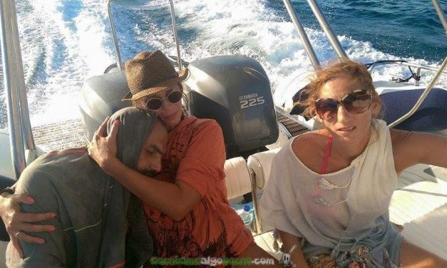 Turistas griegos salvan a un refugiado sirio que había caído al mar