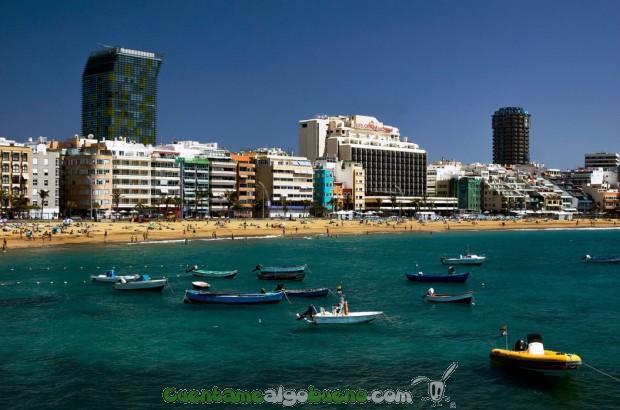 Playa de Las Canteras de Las Palmas de Gran Canaria. Fotografía de Vin Crosbie.