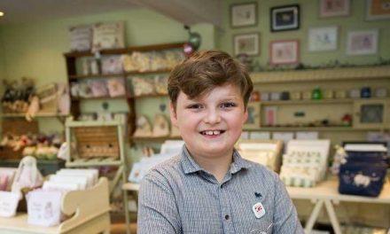Genio empresario con once años