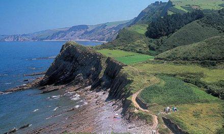 Restos del famoso meteorito en la costa vasca