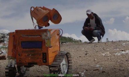 Ingenioso robot construido a partir de desechos