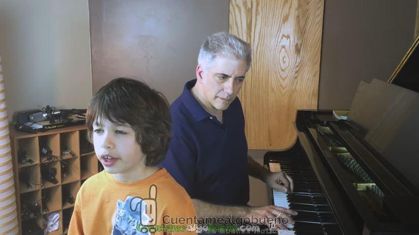 Un niño con oído absoluto identificando notas musicales