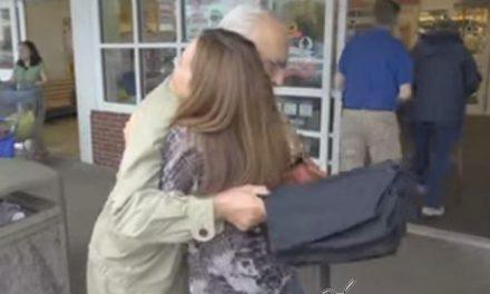 La mujer que regaló abrazos durante 365 días